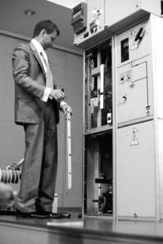 Рис. 6. Демонстрация доступа к кабельному отсеку КРУ «Вертикаль»